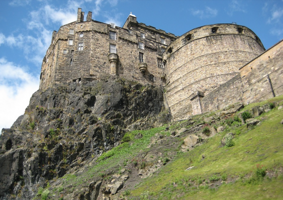 Strange moments in Edinburgh's history: the coffins in the cliff!