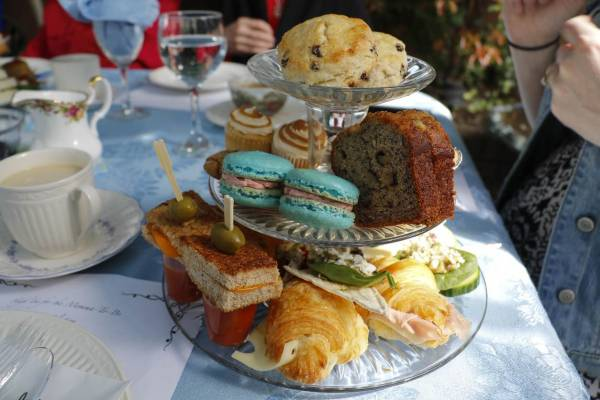 Edinburgh Afternoon Teas Every Mother Deserves this Mother's Day