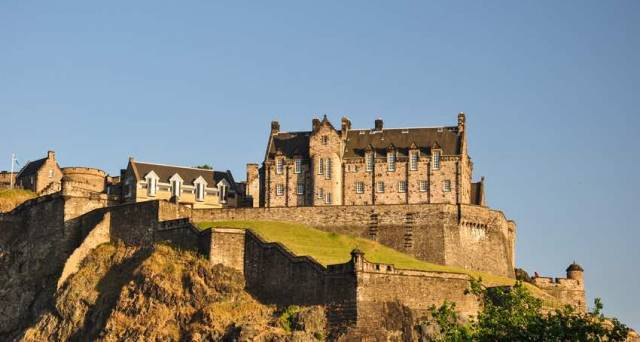 A Brief Guide to Edinburgh Castle