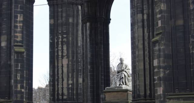 7 monumental figures to discover in Edinburgh